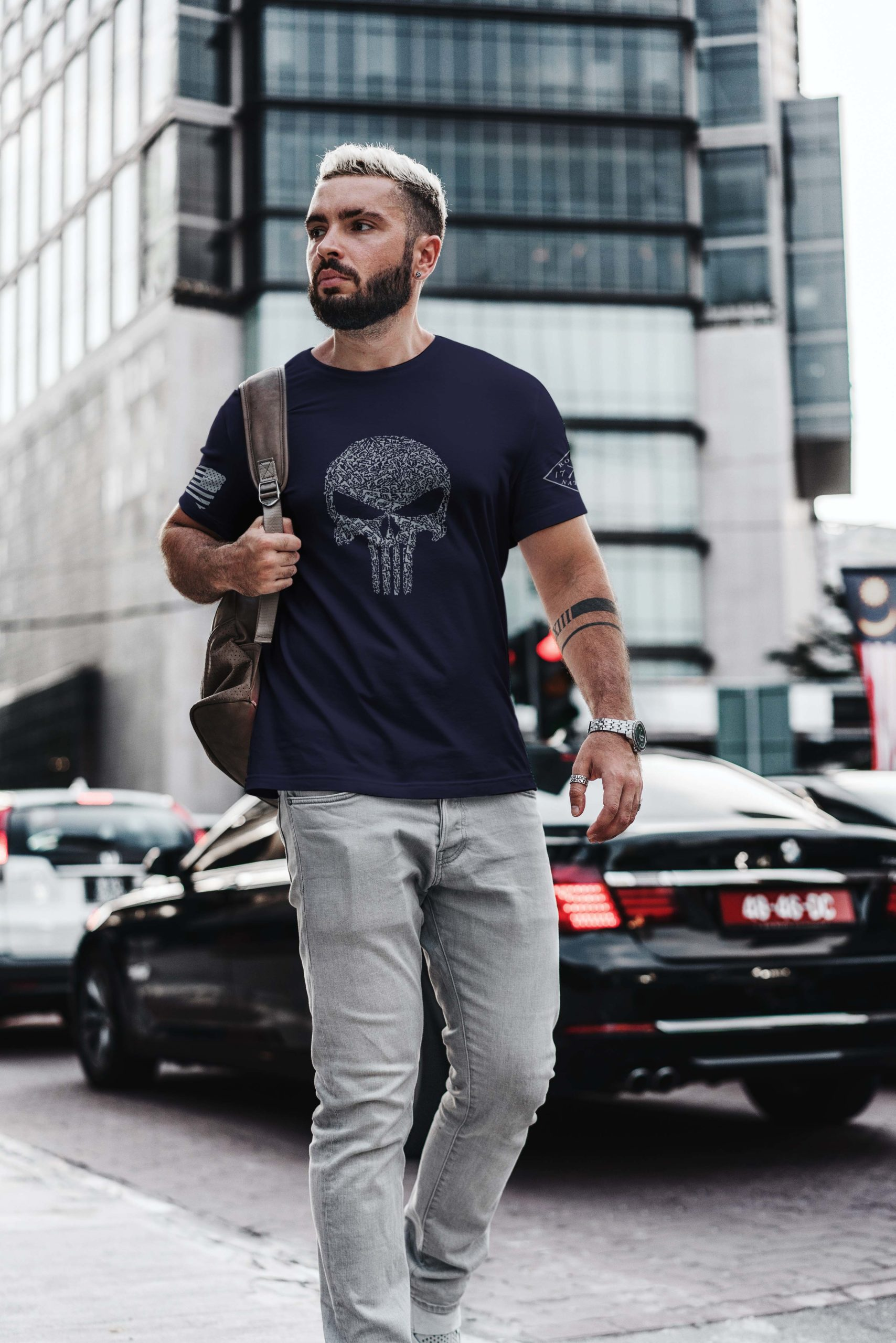 t-shirt with punisher guns on navy mens