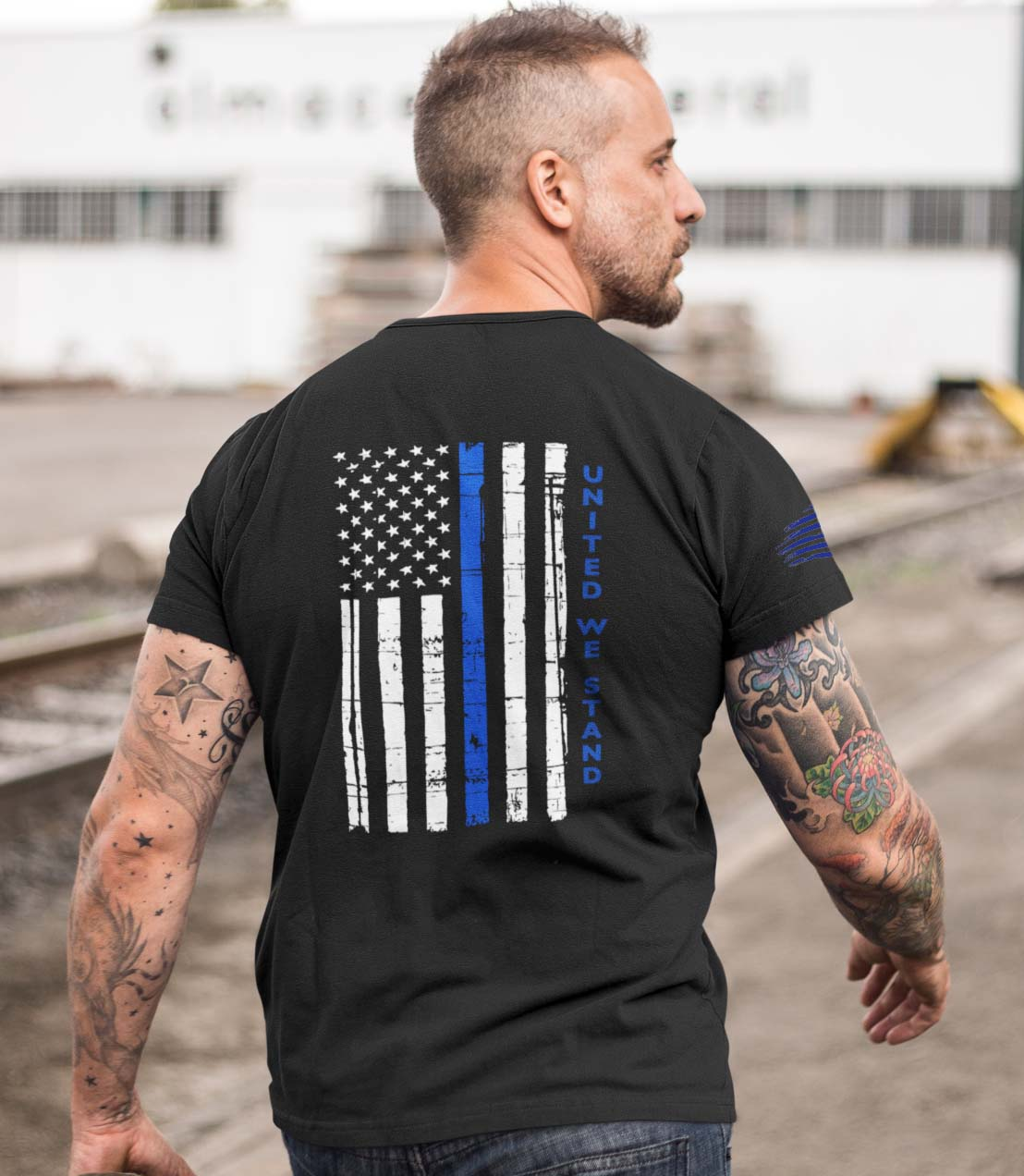 t-shirt with united we stand back for police on black mens